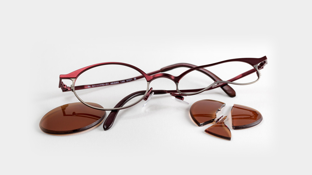 Zerbrochene Brille.